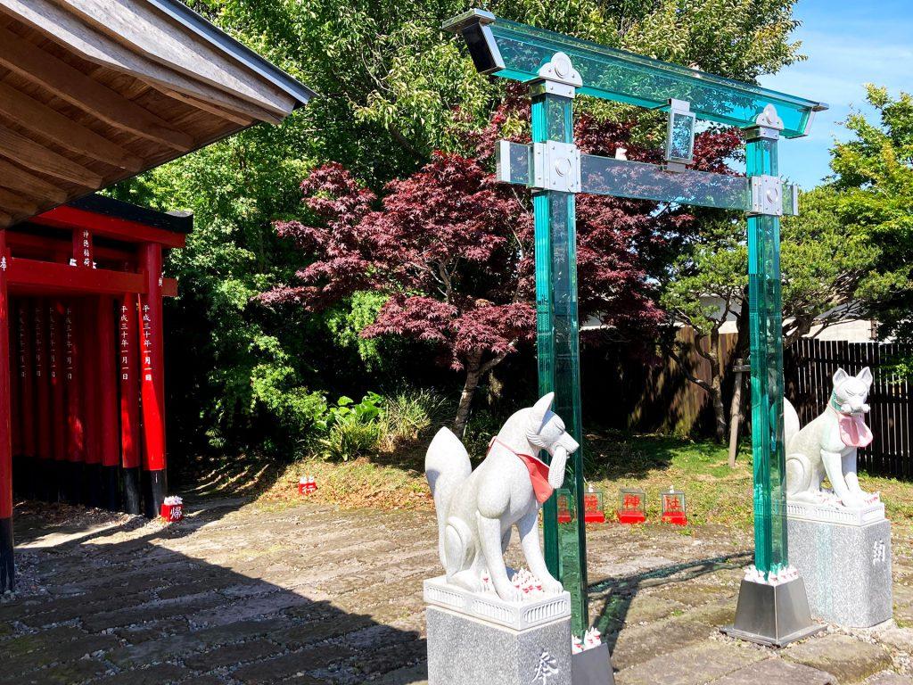 神徳稲荷神社 ガラスの鳥居