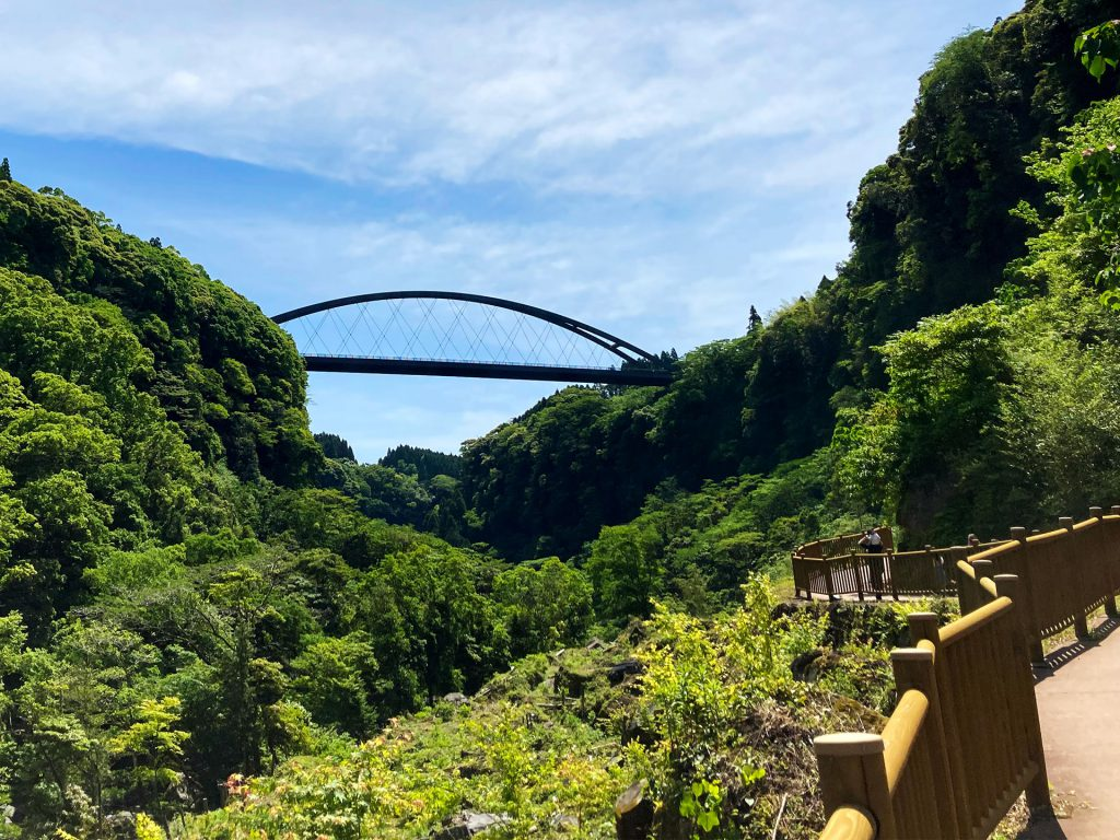 遊歩道と瀧見橋