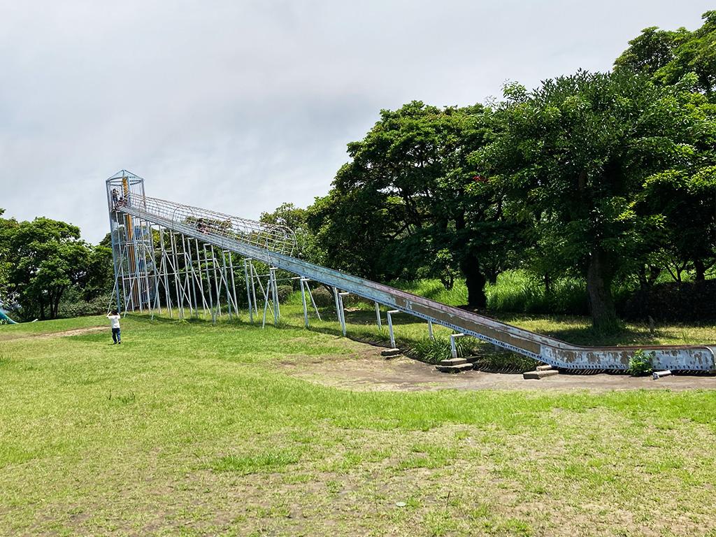恐竜公園の滑り台